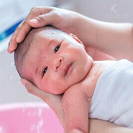 Hình ảnh Tắm và Massage cho bé Momcare24h